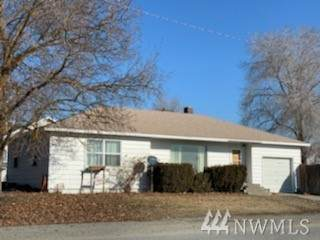 316 W Apple Ave, Omak, WA 98841 (#1566949) :: Hauer Home Team