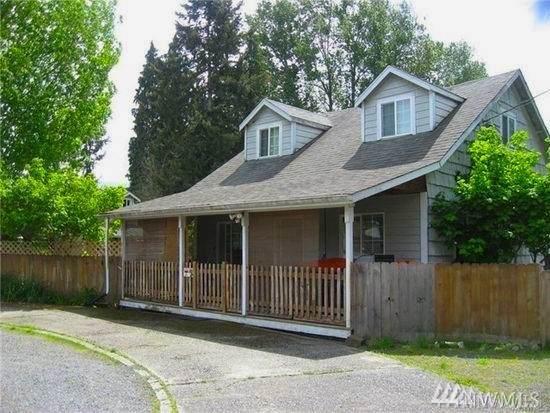 5224 Grove St, Marysville, WA 98270 (#1569740) :: Mary Van Real Estate