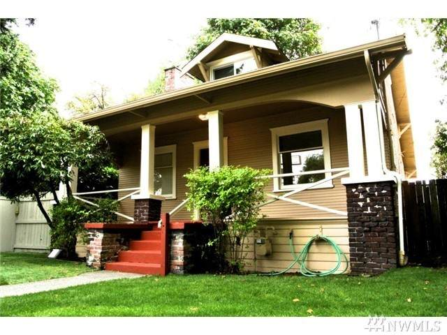 541 N 105th St, Seattle, WA 98133 (#1576061) :: The Kendra Todd Group at Keller Williams