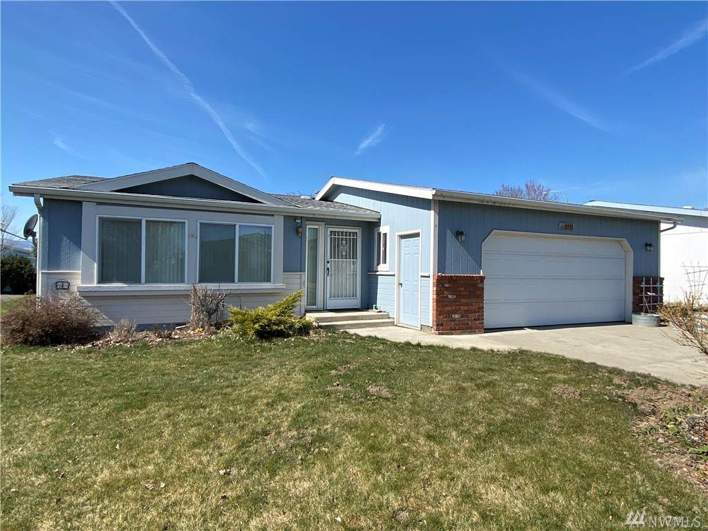 1100 Rosewood Dr - Photo 1