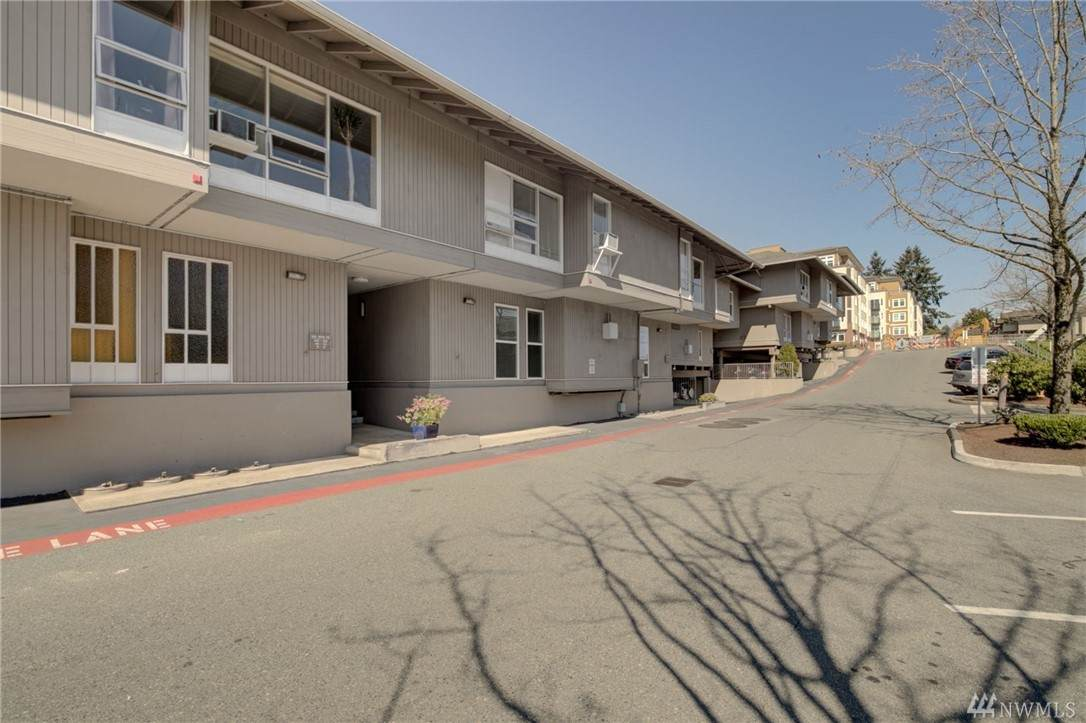 922 100th Ave - Photo 1