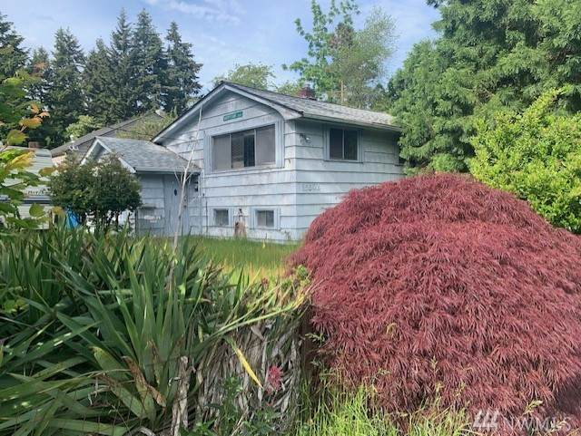 15502 Interlake Ave N, Shoreline, WA 98133 (#1607983) :: Keller Williams Western Realty