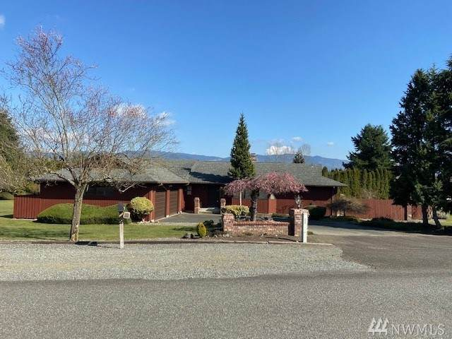 39630 258th Avenue SE, Enumclaw, WA 98022 (#1617616) :: Ben Kinney Real Estate Team