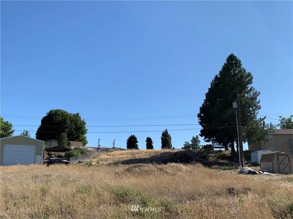 214 Hillside Drive - Photo 1