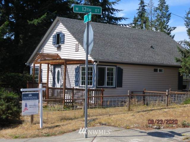 1302 S I Street, Port Angeles, WA 98363 (#1640072) :: Better Homes and Gardens Real Estate McKenzie Group