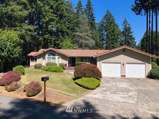 11 E Fairway Drive, Allyn, WA 98524 (#1644444) :: Real Estate Solutions Group