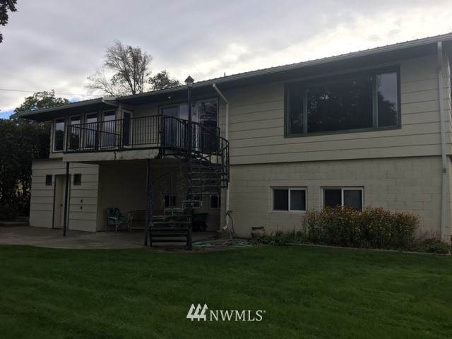 20195 Deerpath Drive, Oroville, WA 98844 (#1655319) :: Northwest Home Team Realty, LLC