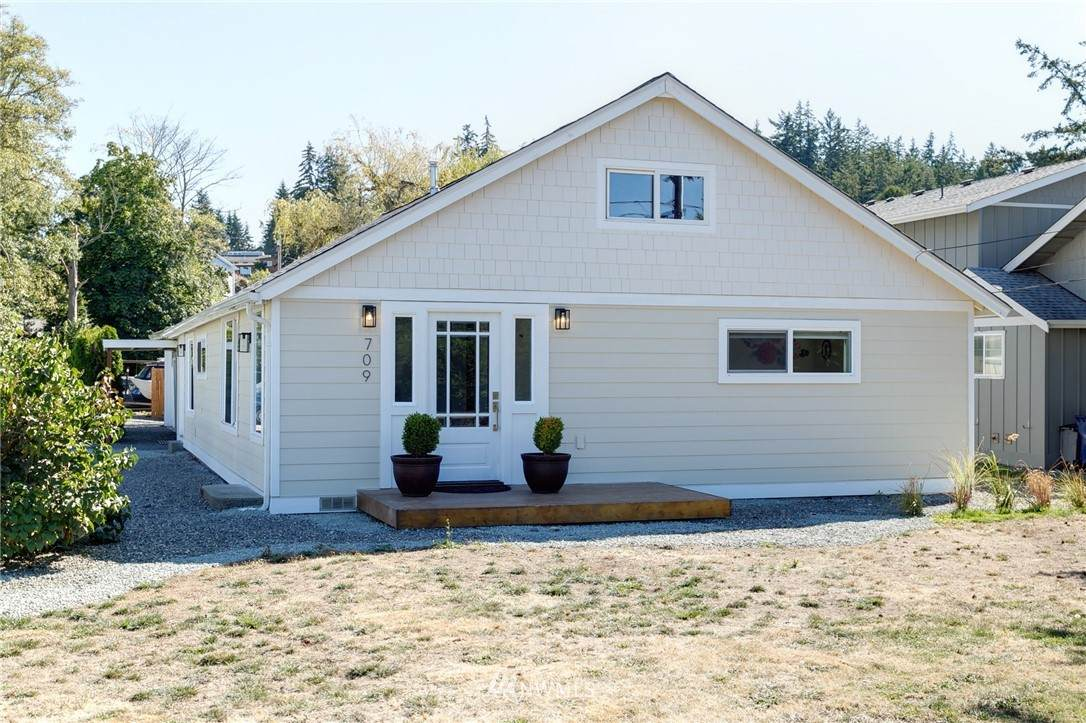 709 Fidalgo Avenue - Photo 1