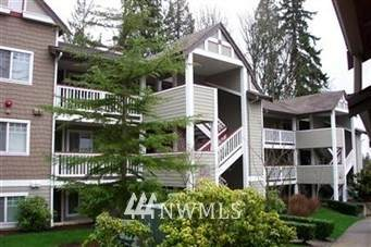 18501 Newport Way M153, Issaquah, WA 98027 (#1662288) :: McAuley Homes
