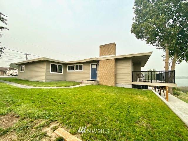 1053 W Lakeside Drive, Moses Lake, WA 98837 (#1665508) :: Northern Key Team