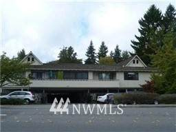 10109 NE 12th Street #18, Bellevue, WA 98004 (#1673654) :: Lucas Pinto Real Estate Group
