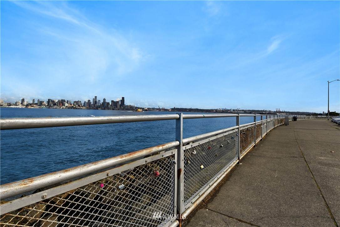 1005 Harbor Avenue - Photo 1