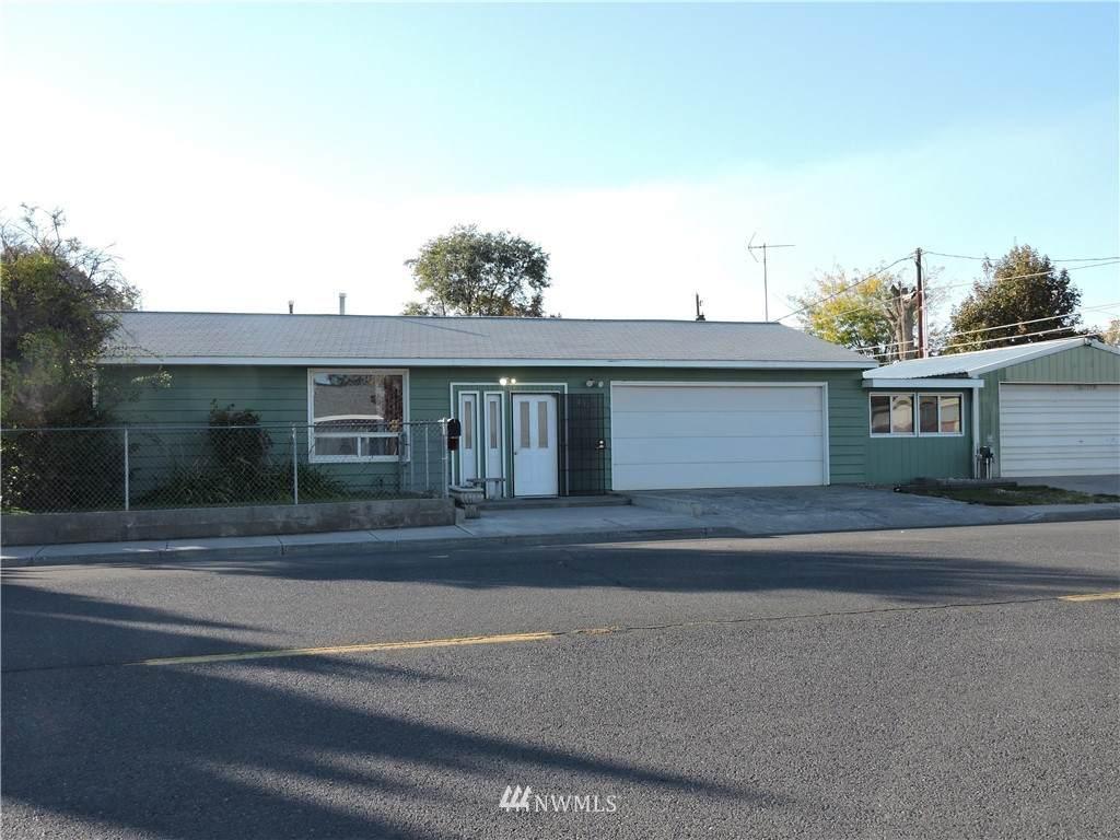 817 3rd Ave Se - Photo 1