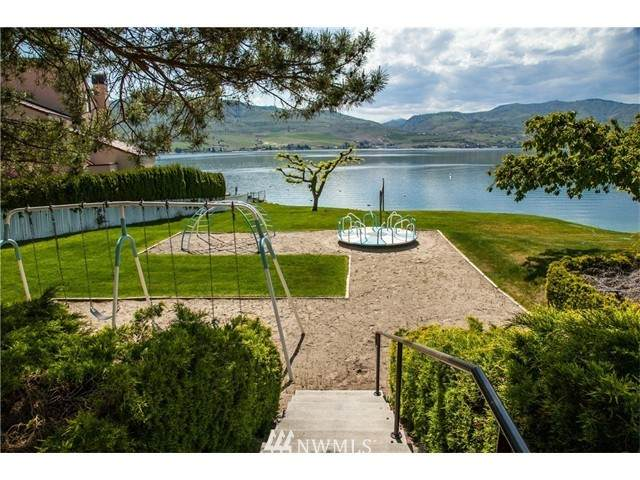 101 Wapato Place, Chelan, WA 98816 (#1683002) :: Ben Kinney Real Estate Team