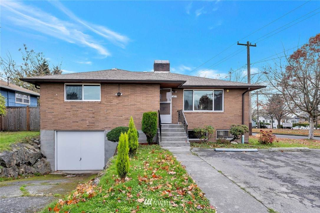 2405 Spencer Street - Photo 1
