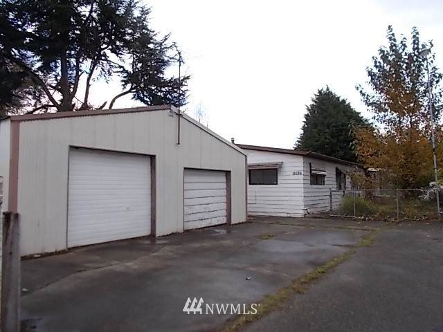 11036 14th Avenue SW, Seattle, WA 98146 (#1689715) :: The Robinett Group