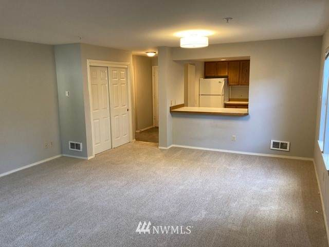3935 226th Place SE #111, Issaquah, WA 98029 (#1719963) :: Shook Home Group