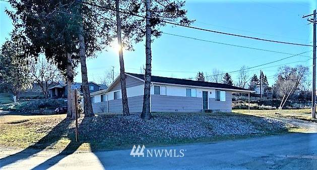 105 Stevens Avenue, Electric City, WA 99123 (MLS #1730490) :: Brantley Christianson Real Estate