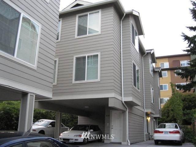 4218 Pasadena Place NE, Seattle, WA 98105 (#1730542) :: Costello Team