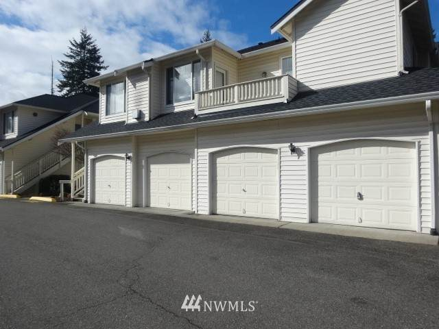 4704 Mill Pond Drive SE #207, Auburn, WA 98092 (#1731536) :: Keller Williams Realty