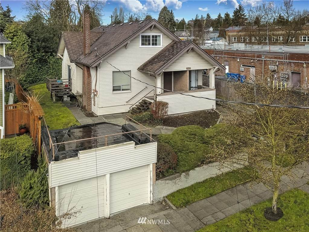 4423 Latona Avenue - Photo 1