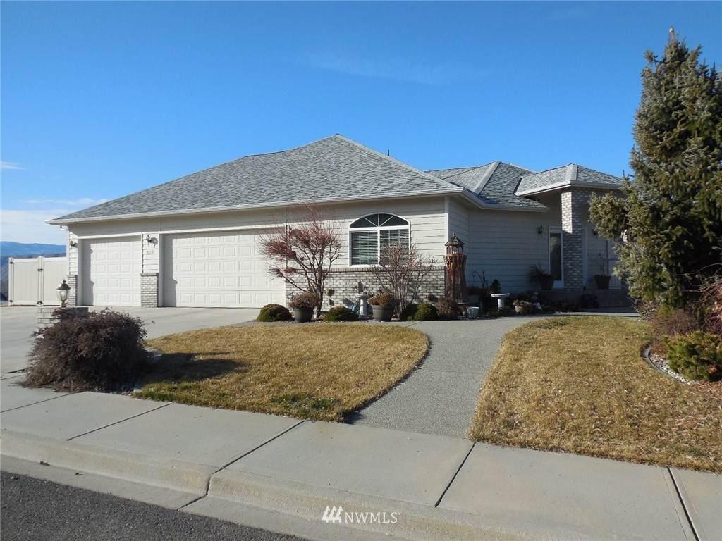 828 Briarwood Terrace - Photo 1