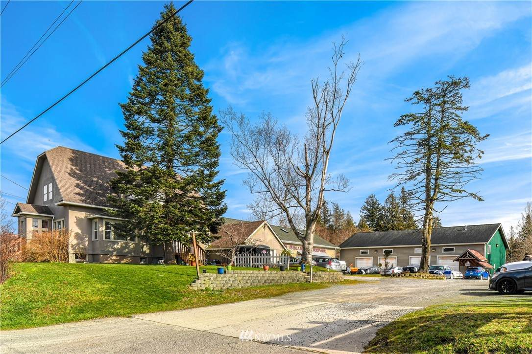 5562 Guide Meridian - Photo 1