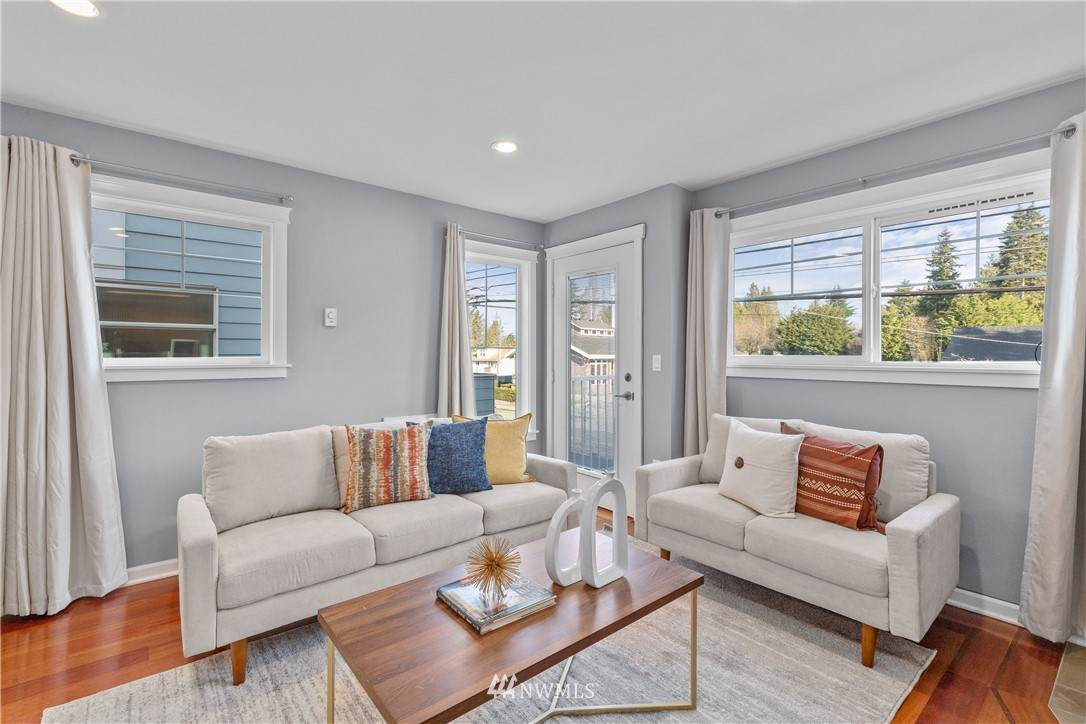 https://bt-photos.global.ssl.fastly.net/nwmls/orig_boomver_1_1751230-1.jpg
