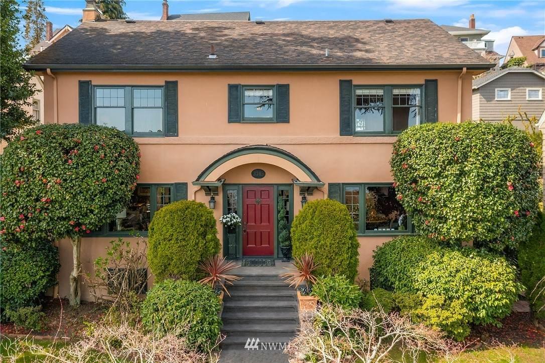 3345 Lakewood Avenue - Photo 1