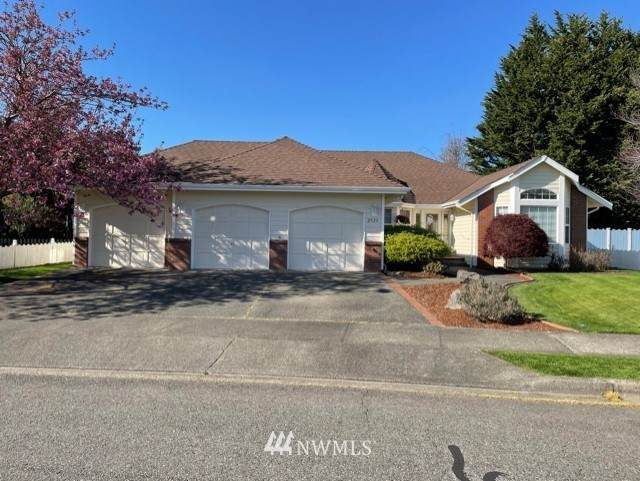2925 Olie Ann Place, Enumclaw, WA 98022 (#1758537) :: Costello Team