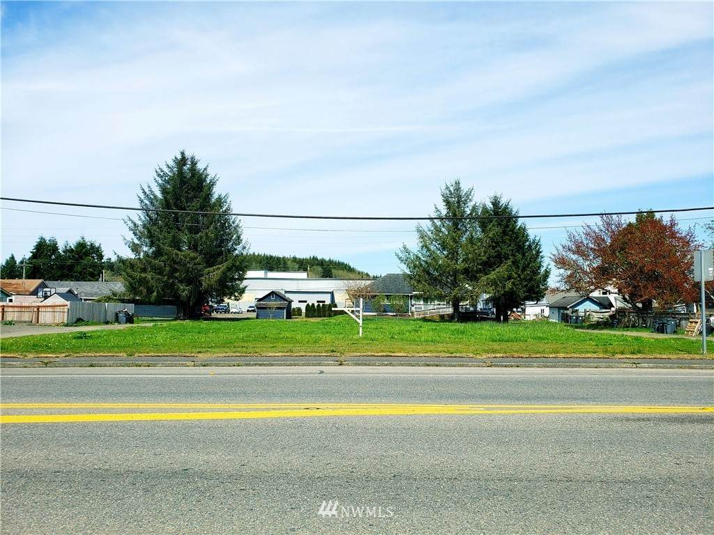 819 Perry Avenue - Photo 1