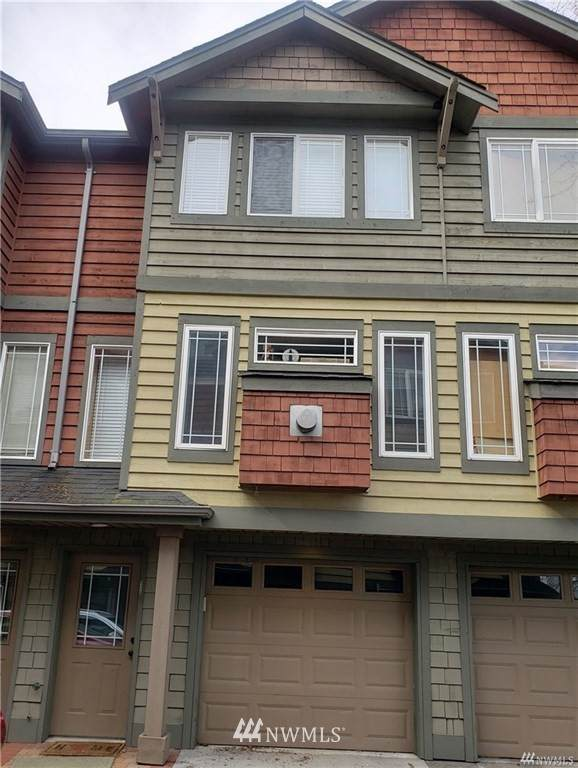 933 N 105th Street B, Seattle, WA 98133 (#1761417) :: Shook Home Group