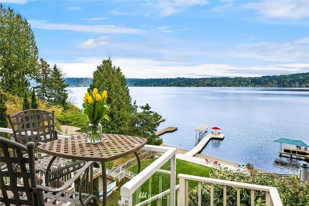 1428 Lake Sammamish Parkway - Photo 1