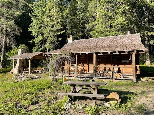 581 Twisp River Road, Twisp, WA 98856 (#1772257) :: The Snow Group