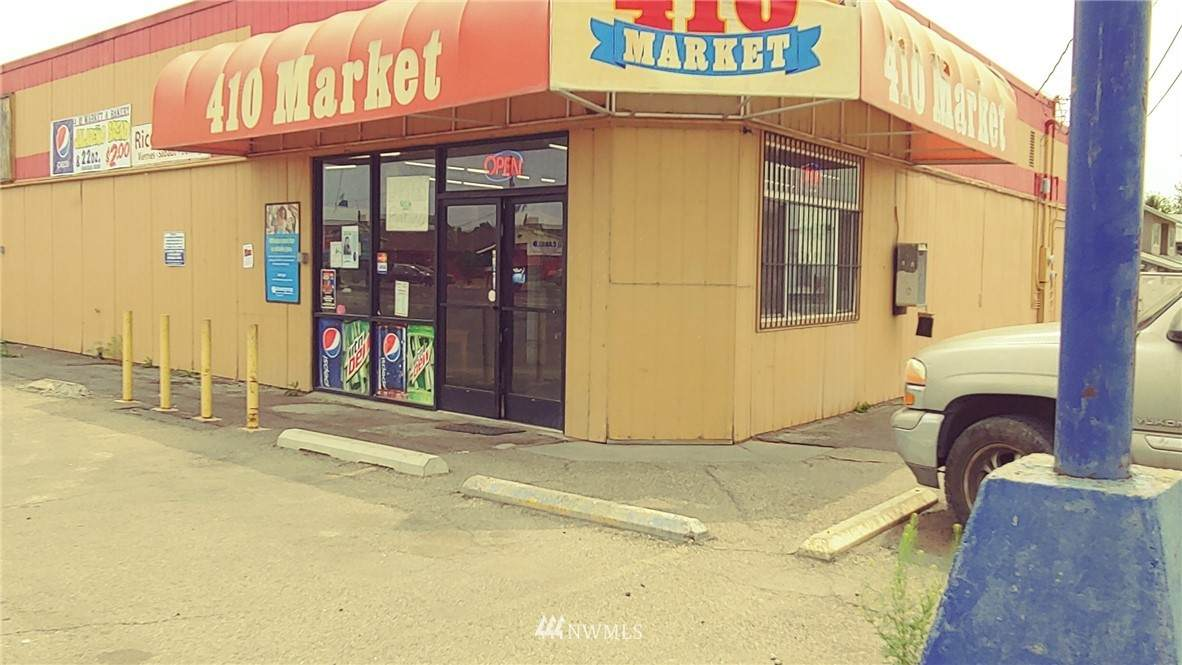 1301 Yakima Valley Hwy - Photo 1