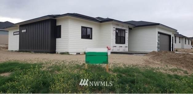 760 S Perry, East Wenatchee, WA 98802 (#1775604) :: Keller Williams Western Realty