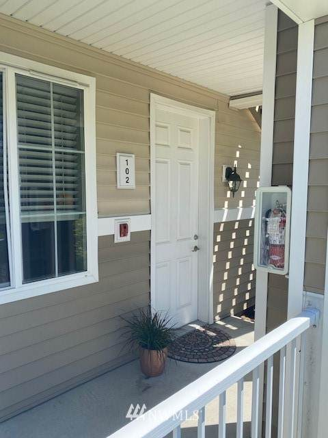 10008 186th Street E #102, Puyallup, WA 98375 (#1784438) :: Commencement Bay Brokers