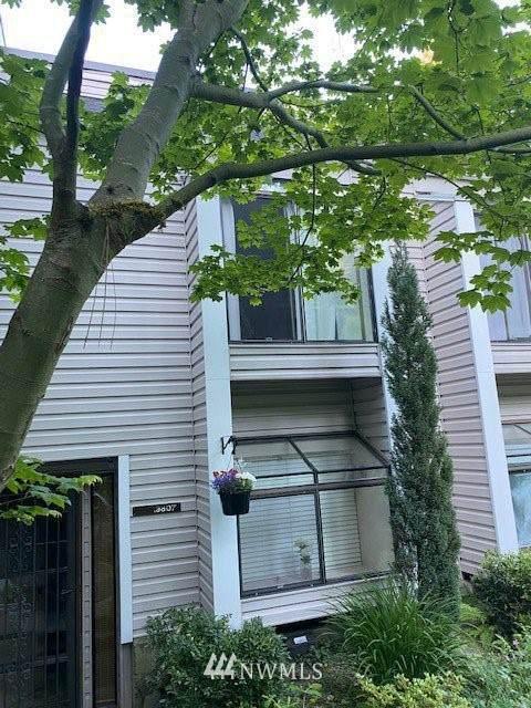 19807 15th Avenue NE #4, Shoreline, WA 98155 (#1786020) :: McAuley Homes