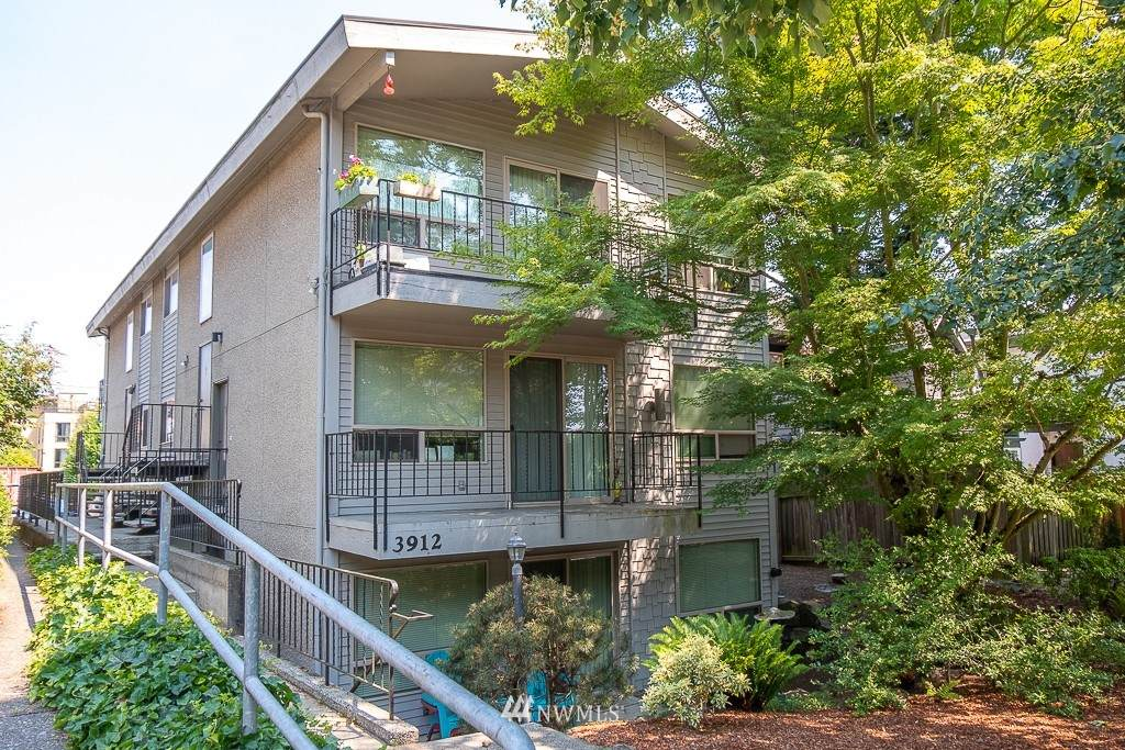 3912 Linden Avenue - Photo 1