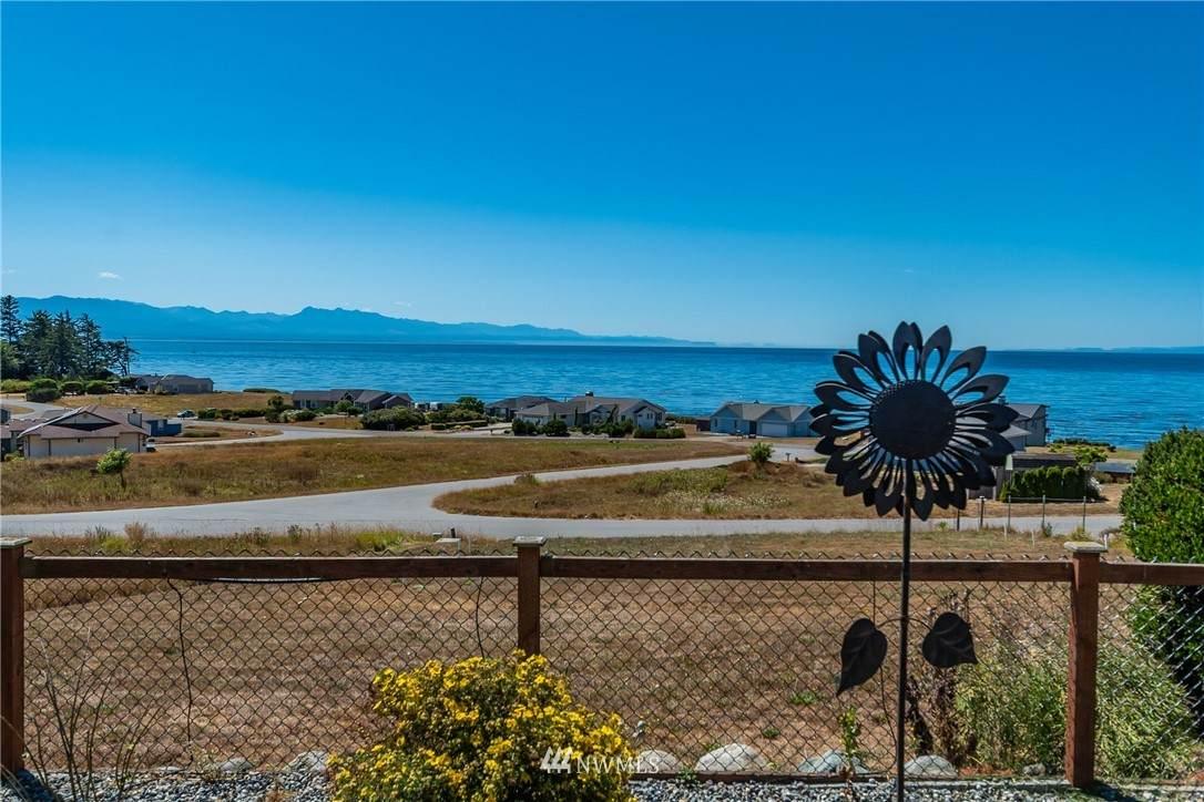 695 Palisades Drive - Photo 1