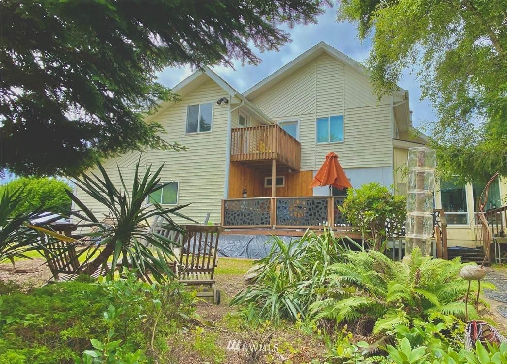 633 Quinault Avenue - Photo 1