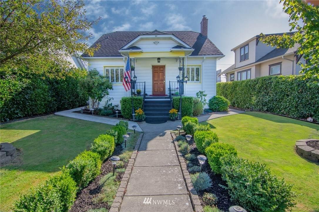 1515 Lombard Avenue - Photo 1