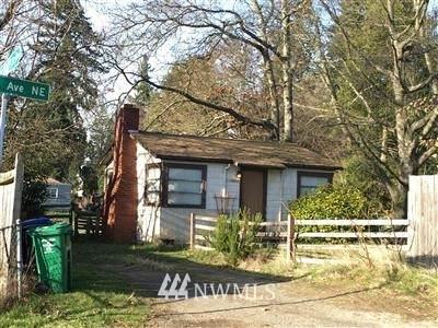11403 9th Avenue NE, Seattle, WA 98125 (#1840643) :: Pacific Partners @ Greene Realty