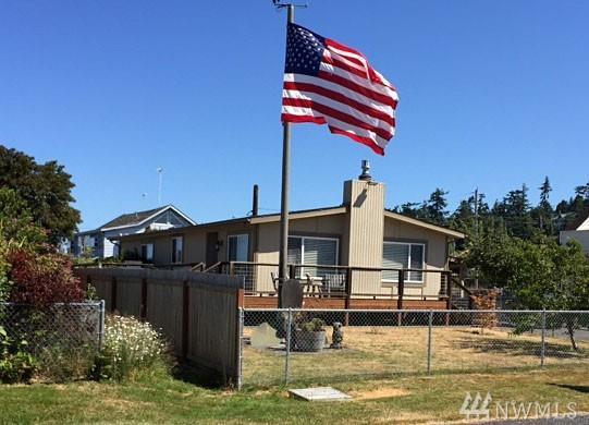221 Lighthouse Wy, Freeland, WA 98249 (#1136471) :: Ben Kinney Real Estate Team