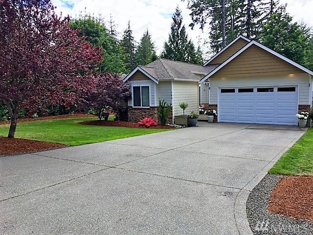 140 E Lake Forest Dr, Allyn, WA 98524 (#1136847) :: Ben Kinney Real Estate Team