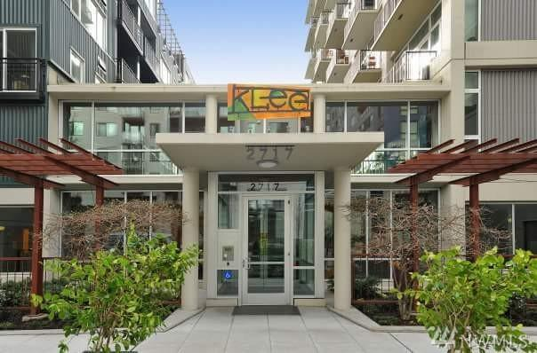 2717 Western Ave #108, Seattle, WA 98121 (#1147798) :: Ben Kinney Real Estate Team