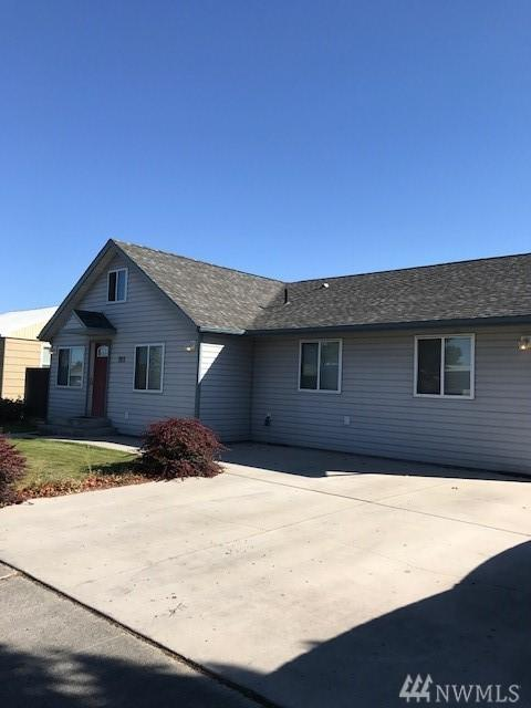 1013 W Ivy Ave, Moses Lake, WA 98837 (#1202760) :: Homes on the Sound