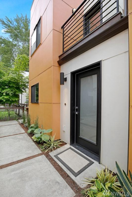 2132 NE 89th St, Seattle, WA 98115 (#1293528) :: The DiBello Real Estate Group