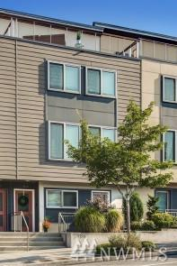 988 NE High St, Issaquah, WA 98029 (#1338045) :: The DiBello Real Estate Group