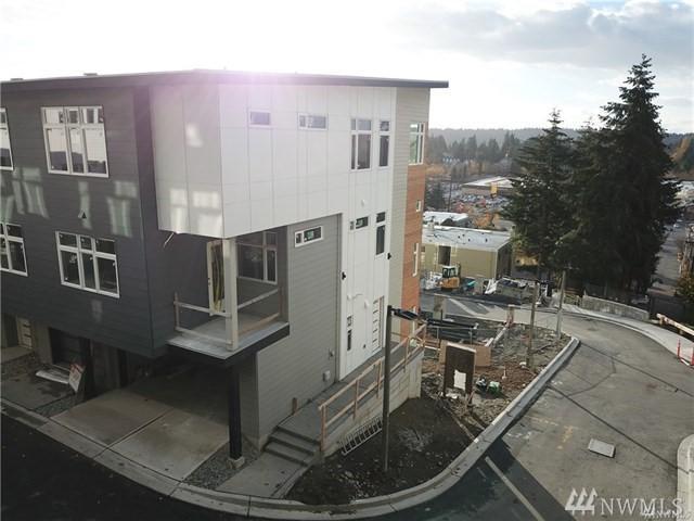 4024 129th Place Se (Unit 16), Bellevue, WA 98006 (#1392694) :: The DiBello Real Estate Group